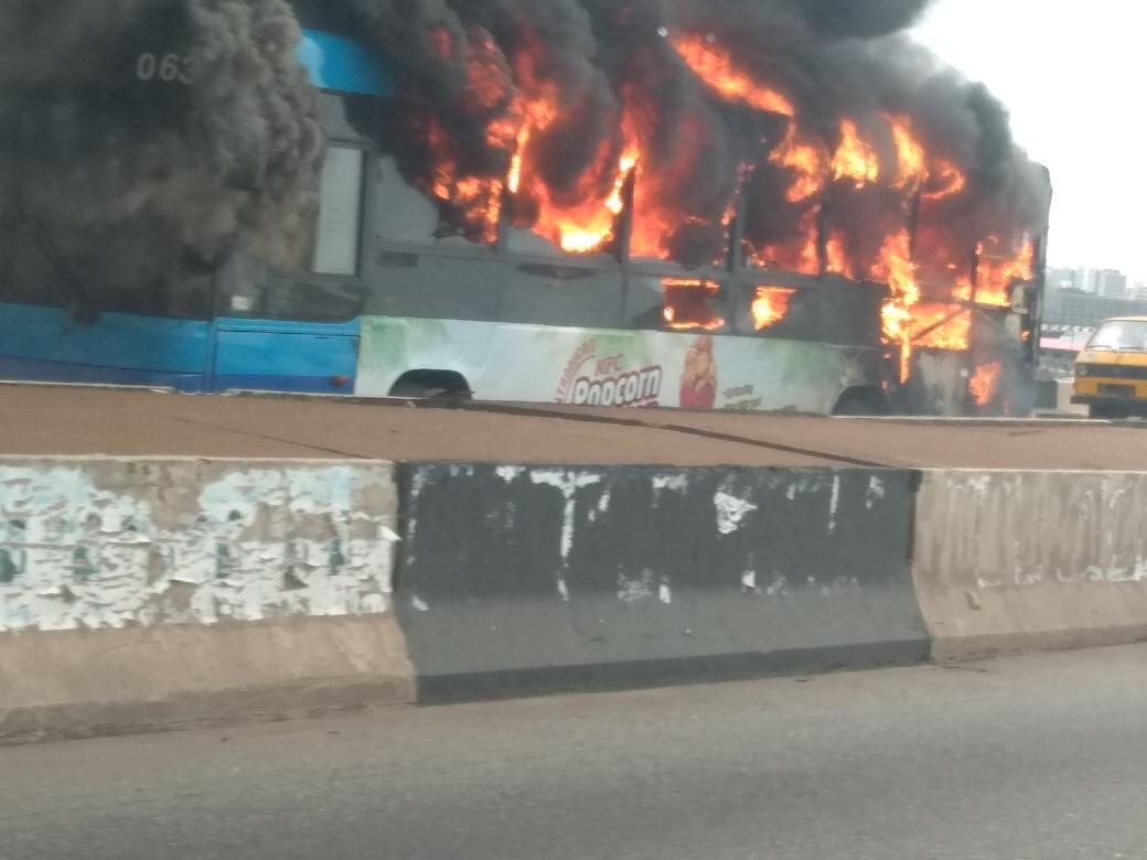 brt bus on fire on 3rd mainland bridge