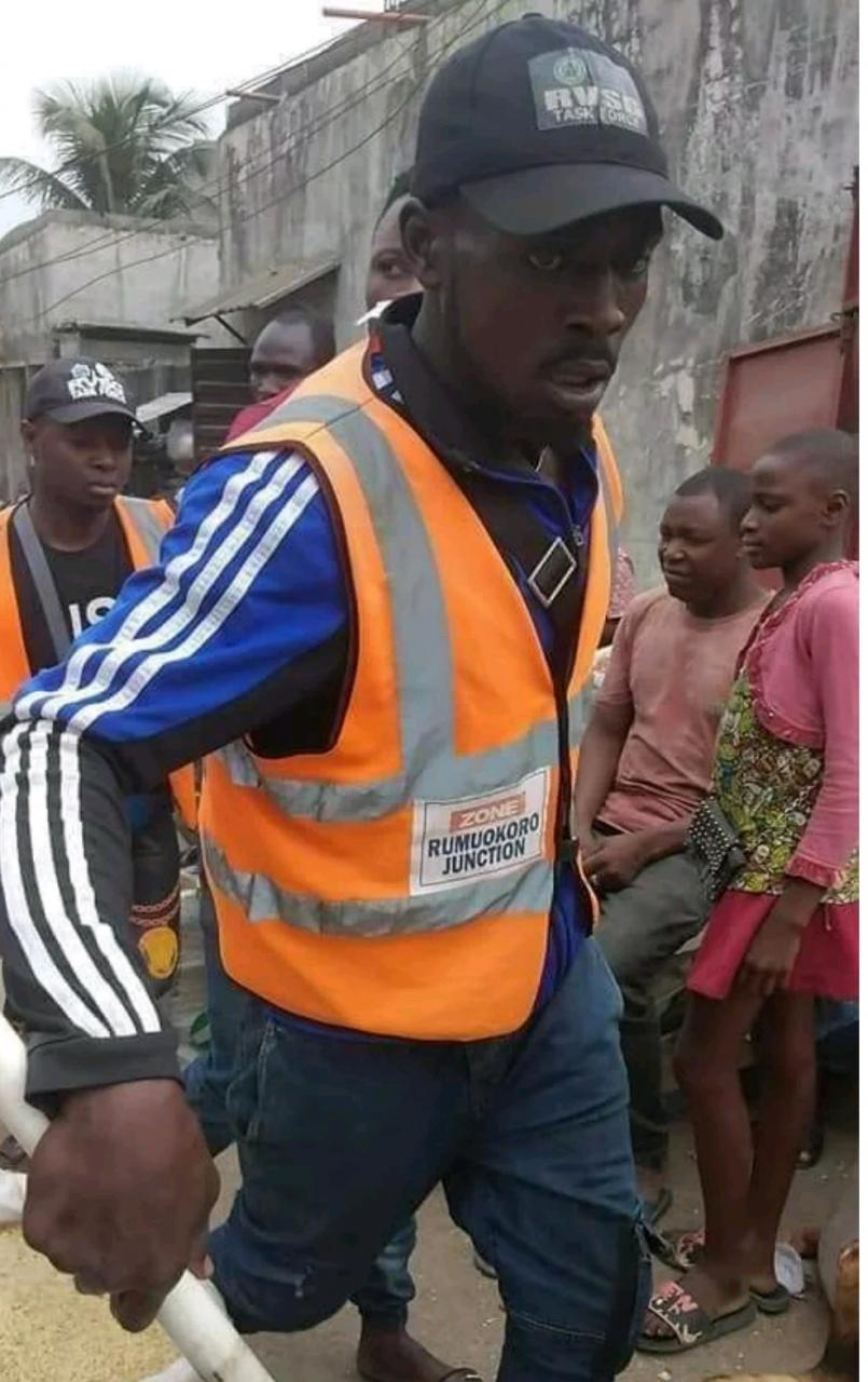 Rivers State Task Force Pulls Down Illegal Market places photos